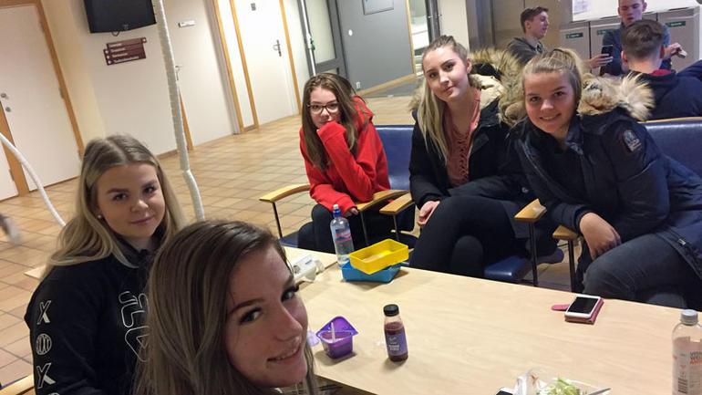 Bilder av fem elever fra Bø videregående