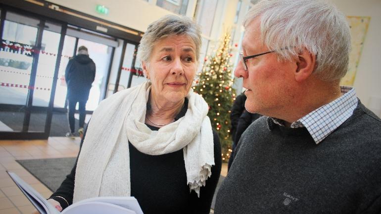 Professor Ellen Schrumpf og professor Nils Ivar Agøy diskuterer nordmenns interesse for andre verdenskrig