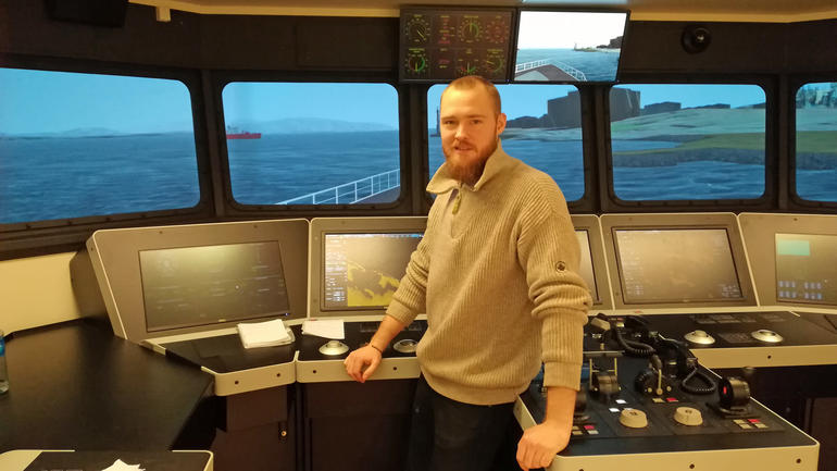 Martin Bakke - maritime student in one of USN´s shipsimulators.