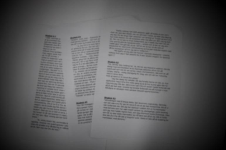 Ark med utskrift av fortellinger om trakassering og uønsket oppmerksomhet opplevd av studenter i praksis eller jobb. foto.