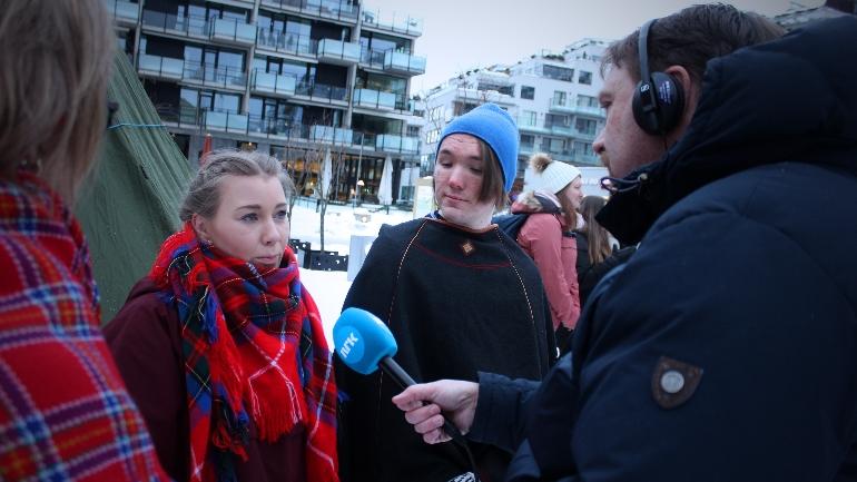 Studenter intervjues av NRK. foto.