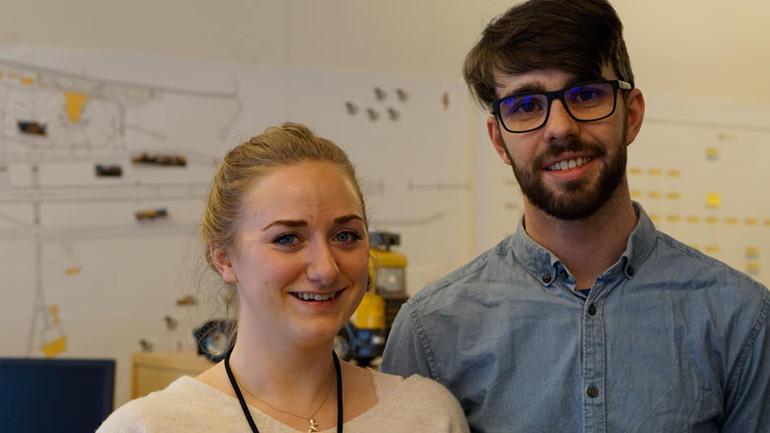 Andreårs-industrimasterstudent Malin Guntveit og tredjeårsstudent Halvor Røed Jensen er ansatt 50 prosent hos Semon Devotek mens de tar master. Begge jobber med prosjektet Yeti, et autonomt snøbrøytesystem som skal brukes på flyplasser.