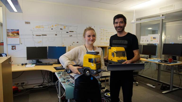 Industrimaster-student Malin Guntveit sammen med mentoren sin Jose Pinto.  Foto