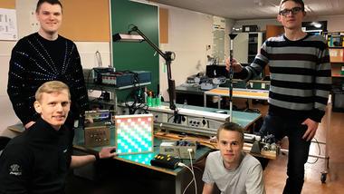 Elektronikklubben - gruppebilde med studentene.