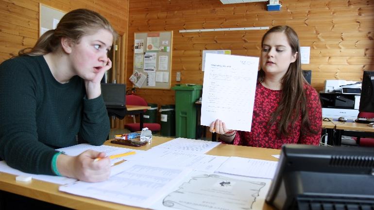 Studenter på bachelor folkemusikk på campus Rauland arrangerer kappleik. foto.