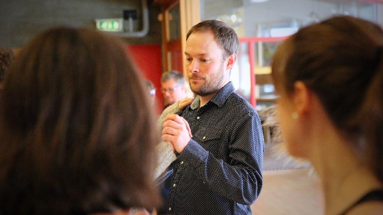 Stian Roland på Vinterfestival om folkemusikk og folkekunst på campus Rauland