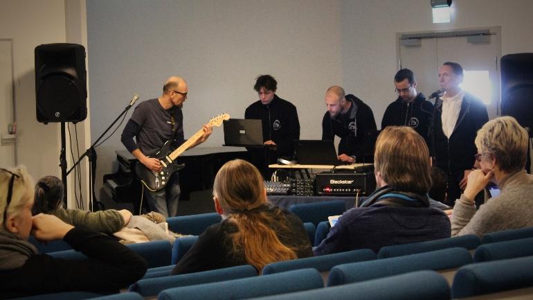 Sober Tones fra Grindestua i Asker under Skuddårsseminaret på HSN campus Drammen. foto.