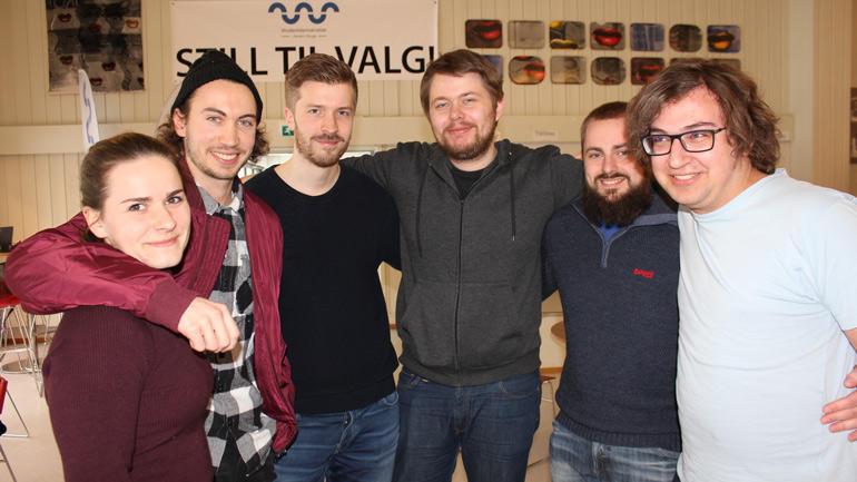 Ingeniørstudentene Emmy Rustad (f.v), Henrik Jensen, Thomas Larsen, Christian Stueland, Simen Holte og Jakub Jan Wisniewski ser frem i mot å motta et vitnemål fra Universitetet i Sørøst-Norge.