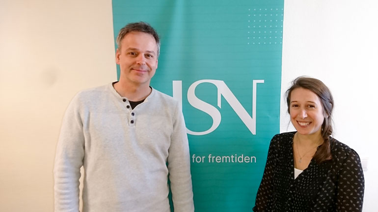 PhD-student Joanie van der Walle and associate professor Andreas Zedrosser working toghether at USN campus Bø in April 2018. Photo