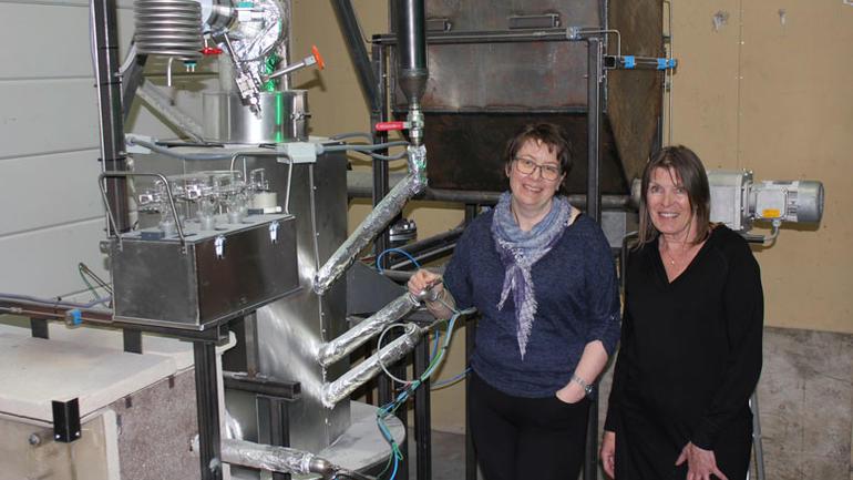Det er et økende behov for biodrivstoff i Norge og i resten av verden. Førsteamanuensis Marianne Sørflaten Eikeland og professor Britt Margrethe Emilie Moldestad har fått midler til å forske på aske som er et biprodukt i gassifiseringsprosessen.