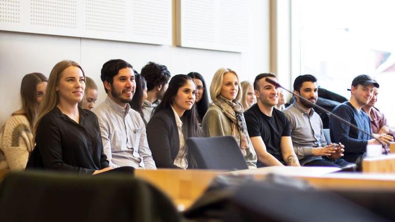 Jusstudenter fra HSN på tilhørerplass under prosedyrekonkurransen. Foto: Elise L. Dokken