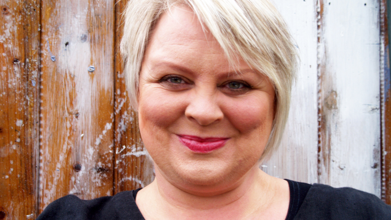 Trine Solstad er førsteamanuensis i språkfag ved HSN. Ho underviser i barns språk og litteratur i barnehagelærarutdanninga, og har skrive fleire bøker og artiklar om høgtlesing i barnehagen og om barns møte med bildebøker.