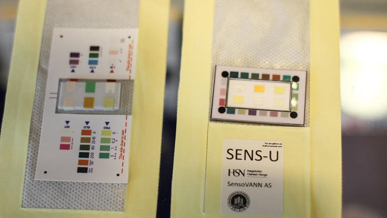 The diaper liner SENS-U also contains a colorchart. Results can be read manually, og scanned with a mobile-app. Poto: An-Magritt Larsen, USN.