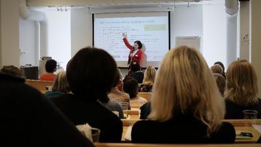 Janne Dugstad om videkommunikasjon i helse USN. foto.