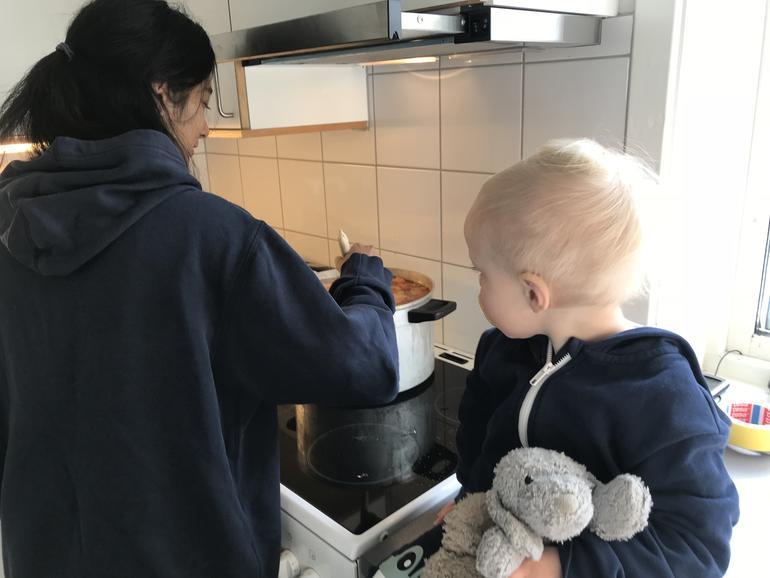 lager mat i barnehage.foto