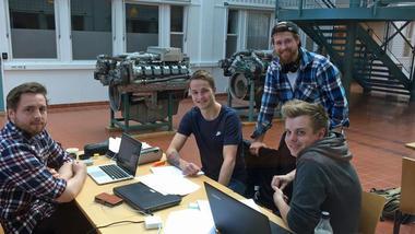Fornøyde studenter på Marinteknisk drift