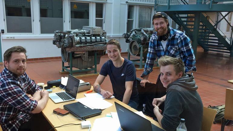 Sergei Øien, Mikael Myreng, Stian Johnsen og Jan Morten Jørgensen, avgangsstudenter på Bachelor i marinteknisk drift.