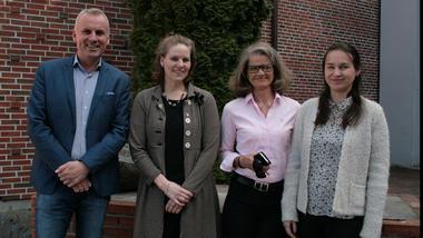 Hans Olav Bakås har vore mentor for Kari-Anne Svinsøy og Bente Dysthe for Polina Haugen. Foto