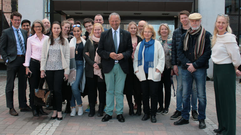 Vellykka samarbeid: Studentar, mentorar og andre samarbeidspartnarar var nylig samla til siste møte. Foto