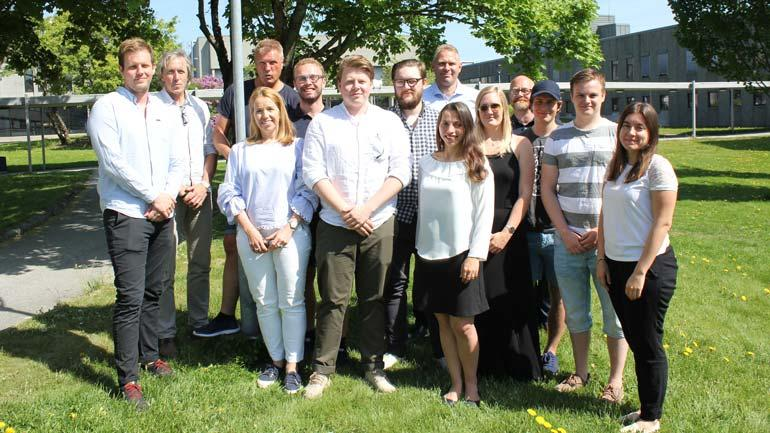 De tre studentgruppene som deltok med hvert Demola-oppdrag sammen med arbeidsgivere fra Imatis, Sykehuset i Drammen og Lifjell utvikling.