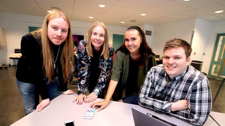 De fire USN-studentene som er med å designe og utvikle appen.
