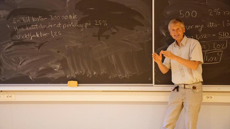 Bjørn Lauritzen underviser her i vekstfaktor. - Om ingenting anna funkar; Bruk hovudet, oppfordrar han.