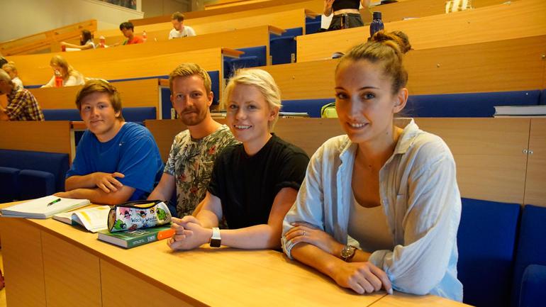 Kristian Cooper Søyland, Kristoffer Berge, Vanessa Sunnset og Tonje Halvorsen er flittige deltakarar på forkurset i matematikk.