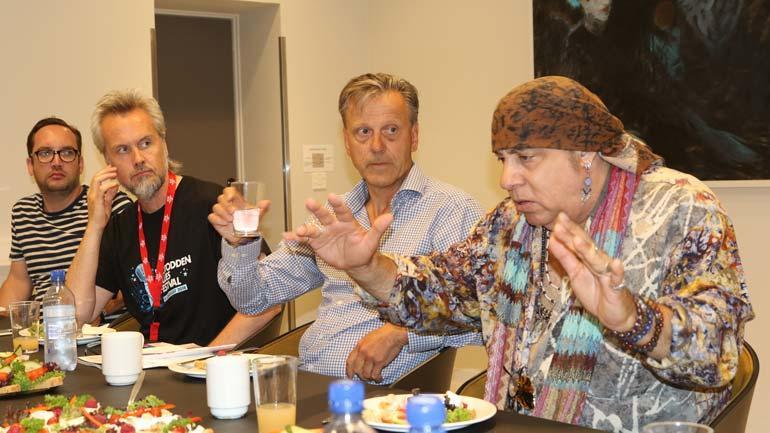 Mye på hjertet: Fv. assistenten til Little Steven, Bård Gunnar Moe, Geir Salvesen og Little Steven.