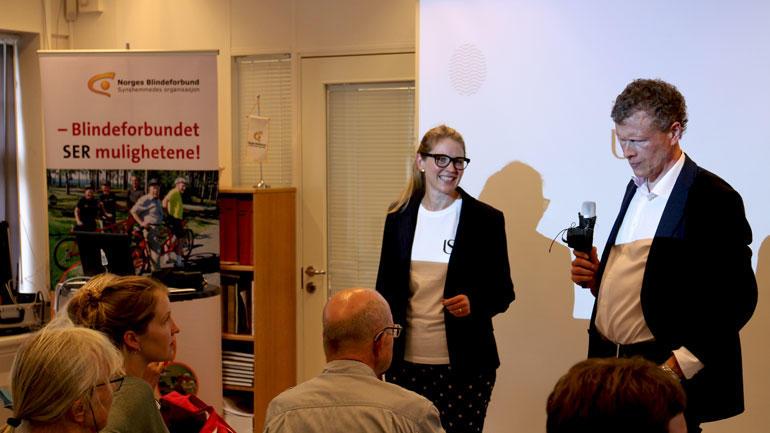 Optiker og førsteamanuensis Helle Falkenberg i aksjon på Bildeforbundets arrangement under Arendalsuka.
