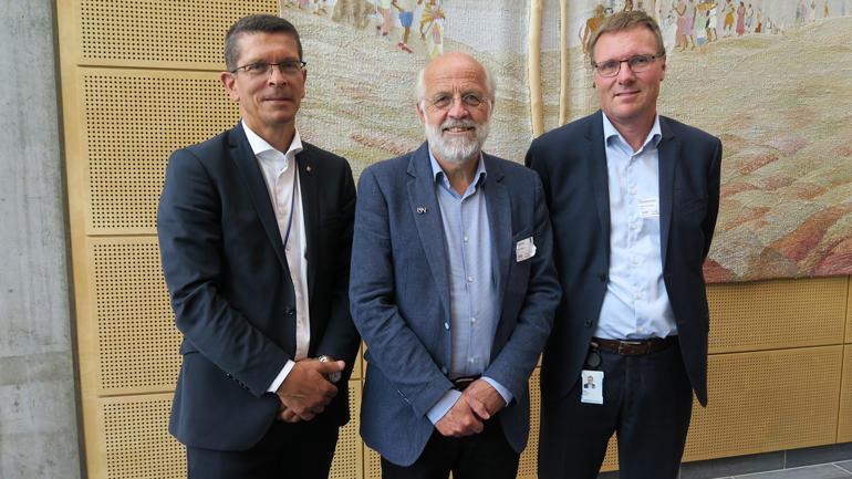 Geir Håøy, Petter Aasen og Rune Foshaug er nøgde med at masterstudentane vel å arbeide 50 prosent medan dei tek graden.