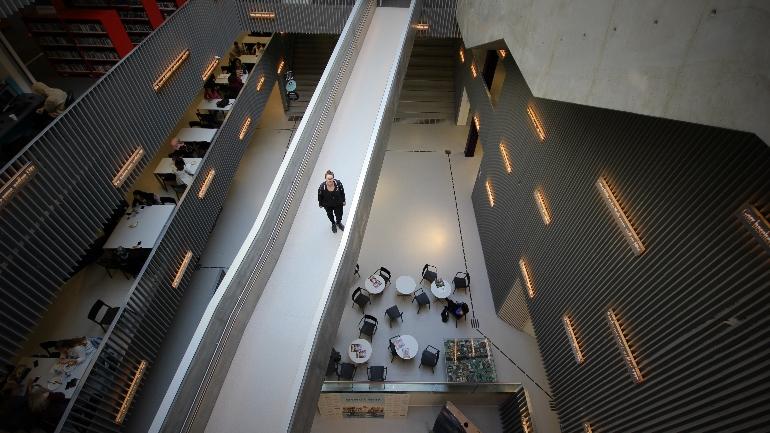 Marit Sletnes på campus Kongsberg. foto.