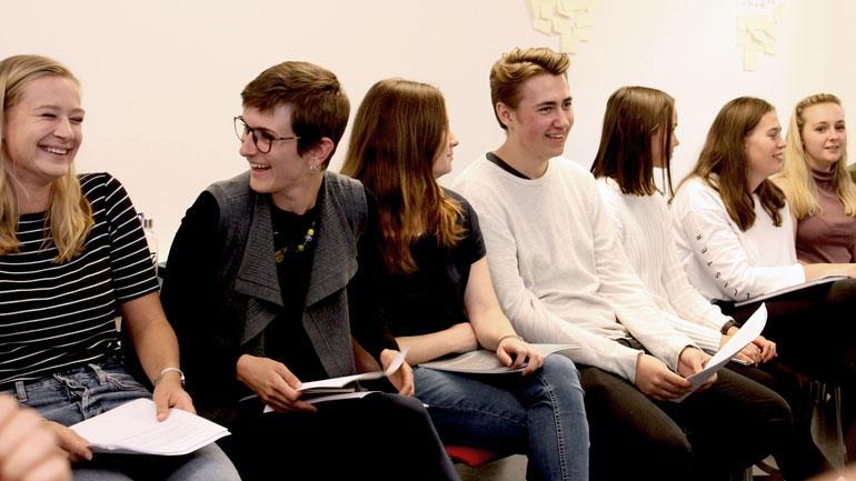 Studenter på profesjonsverksted. Foto.