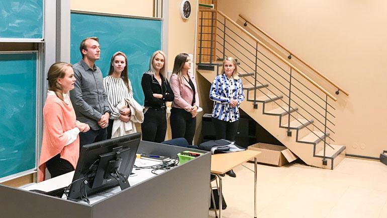 Studentene fortalte åpent om livet som norske jusstudenter i Danmark. Ytterst til venstre programkoordinator i jus, Ida Mathiesen Hatleberg. Foto: Jan-Henrik Kulberg