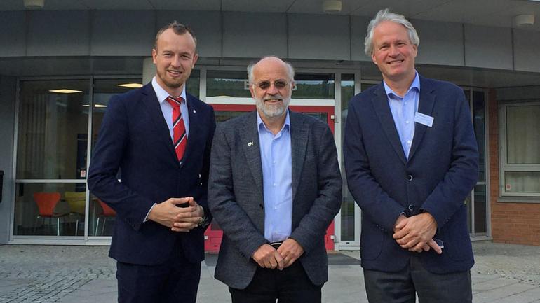 Fylkesordfører Sven Tore Løkslid, rektor Petter Aasen  og dekan Morten Melaaaen