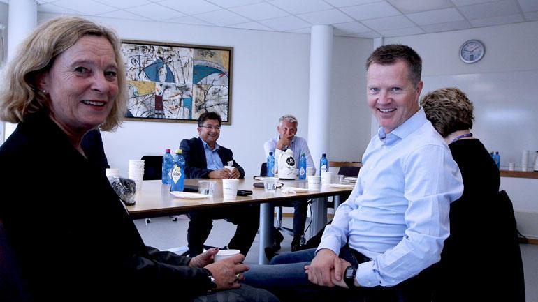 Daglig leder og professor Hilde Eide i USN Vitensenteret sittende sammen med Preben Hjallum.