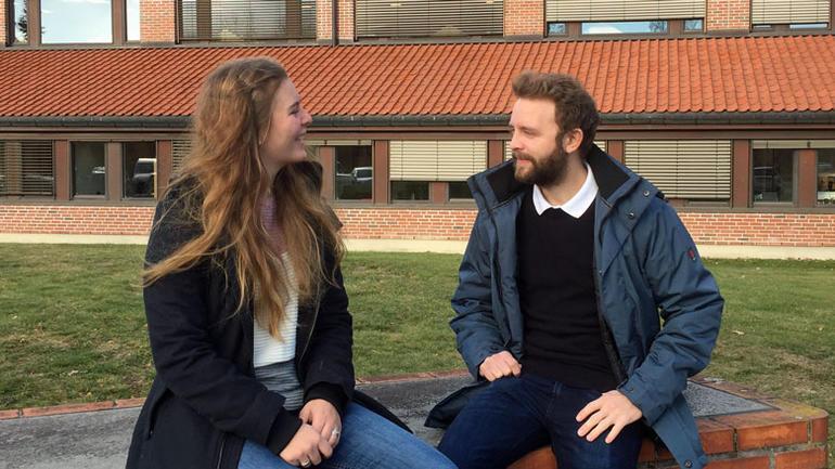 Bilde av Ingeborg og Ola - informatikkstudenter i Bø