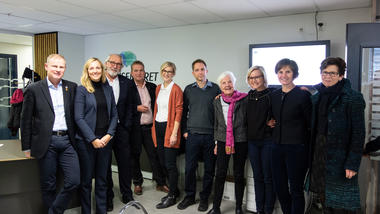 Helse- og omsorgskomiteen på Stortinget besøkte Vitensenteret Helse og teknologi 29.oktober. Gruppebilde. Ta helseutdanning på USN.