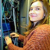 Eleonora Ntreska - bilde ved dataskap - til karriereintervju. Bli ingeniør på USN.