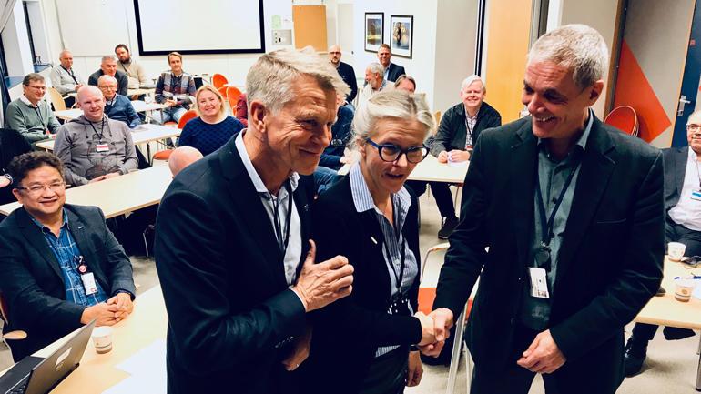 FLEIRE PARTNARAR: Det er ikkje bare USN som er nytt tilskot i Herøya industripark. Sintef er også ny samarbeidspartnar. USNs Kristian Bogen (til venstre), Sintefs Eli Aamot og Herøyas Sverre Gotaas. (Foto: An-Magritt Larsen)