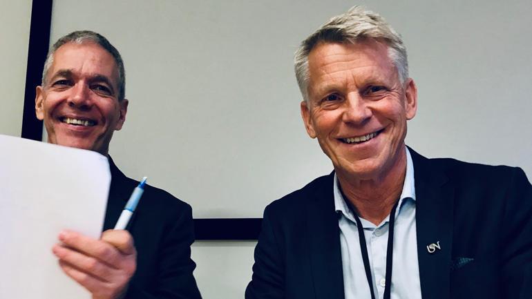 AVTALE: Samarbeidet er i gang mellom USN og Herøya industripark. Intensjonsavtala blei signert av prorektor Kristian Bogen (til høgre) og administrerande direktør Sverre Gotaas. (Foto: An-Magritt Larsen)