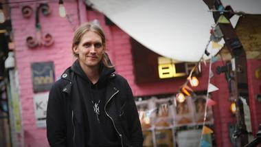 Magnus Annweiler ved kulturledelse på USN har praksis på utestedet Blå i Oslo. foto.