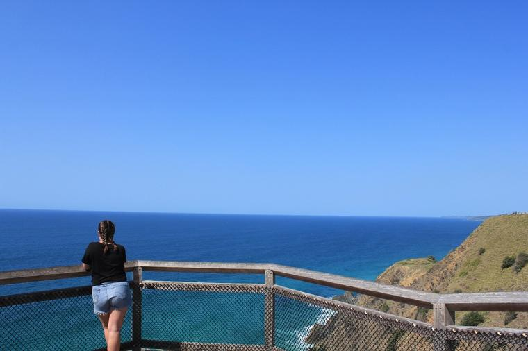 Selma ser utover havet i Wollongong