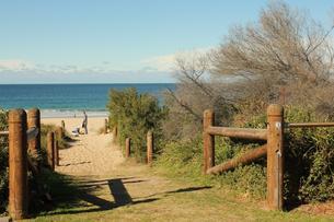 Fin gangvei ned til stranden, Australia