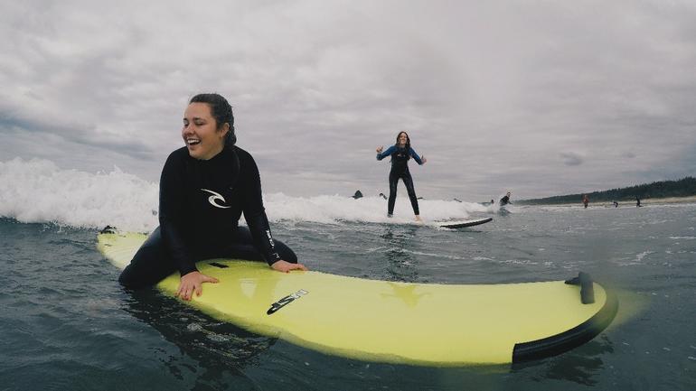 Selma surfer på utveksling i Australia