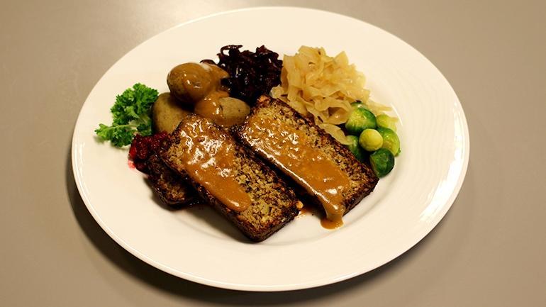 Nøttestek vegetarisk julemat. søk mat og helse ved usn. foto.