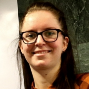 Sunniva Veie jobber i GC Rieber Salt. Studer master i maritim ledelse ved USN. foto.