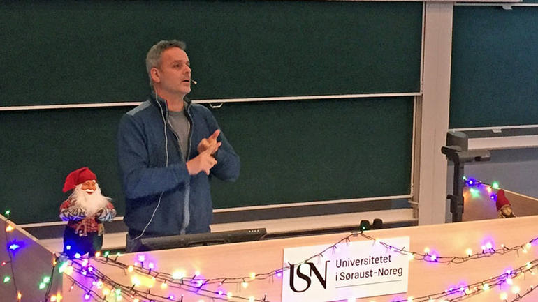 Andreas Zedrosser under X-mas Lecture foredrag USN Bø