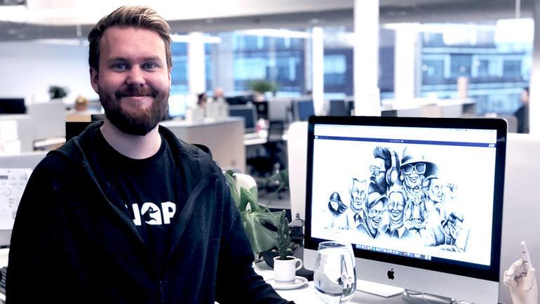 DRØMMEJOBB: Joakim Nilsen gleder seg til jobb hver dag i Dagens Næringsliv. Her jobber han som visuell kommunikatør og UX-designer i avisens utviklingsavdeling.