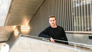 Fotballspiller William Sell er i gang med bachelor i økonomi og ledelse ved campus Kongsberg. Foto