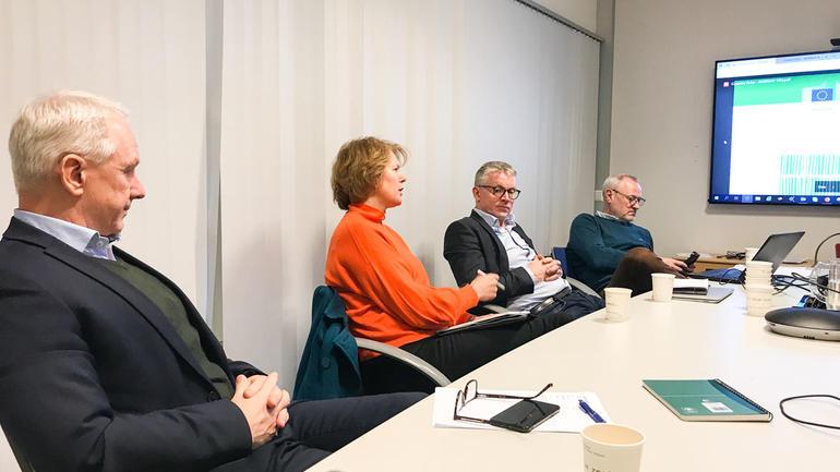 Diskusjon rundt bordet på SESAM advisory board. Foto